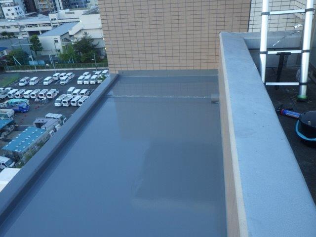 横浜市西区で分譲マンションの庇からの漏水対応工事